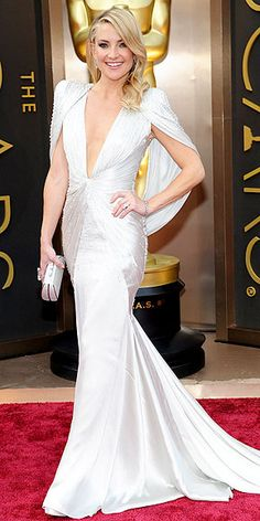 The Year's Best Dresses | KATE HUDSON | The Atelier Versace gown Hudson wore to the Oscars in March is what Best Dressed lists were made for. Between the cape, the detail, the color and the down-to-there neckline, we'll still be talking about it in 2015.