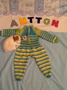 Babys wooly dress. And bedsheet under it for my grandson Antton.