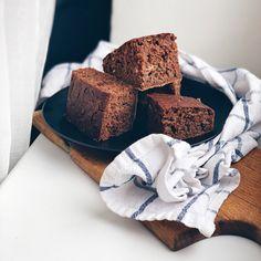 Co do krabičky? | 5 tipů na zdravé obědy Healthy Cake, Healthy Baking, Halloumi, Granola, Food And Drink, Vegetarian, Desserts, Healthy Meatloaf, Tailgate Desserts