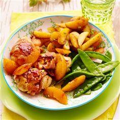Kipfilet met spek en perzik of nectarine