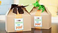 Modern & Colorful Kid-Friendly Thanksgiving // Hostess with the Mostess® Thanksgiving Favors, Hosting Thanksgiving, Thanksgiving Parties, Thanksgiving Birthday, Thanksgiving Prayer, Thanksgiving Outfit, Thanksgiving Decorations, Thanksgiving Recipes, Fall Birthday Parties