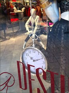Adventures In Wonderland, Wrist Watches, Visual Merchandising, Pocket Watch, Purses, Watches, Handbags, Purse, Bags