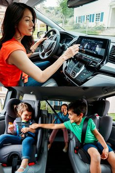 Whether you're heading out to a picnic or on a long road trip, the available CabinWatch™ in the all-new 2018 Honda Odyssey allows you to keep an eye on the backseat activities.