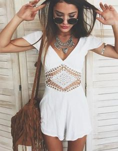 ╰☆╮Boho chic bohemian boho style hippy hippie chic bohème vibe gypsy fashion indie folk the . Look Hippie Chic, Look Boho, Hippie Bohemian, Bohemian Fashion, Gypsy Style, White Bohemian, Boho Fashion Summer, Spring Fashion, Summer Outfits Boho Hipster