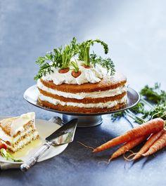 Šťavnatej mandľovo-mrkvovej piškóte preloženej tvarohovým krémom a poliatej vaječným likérom sa nedá odolať. Je úplne bez múky a každý kto ju ochutná, si vypýta dupľu. Healthy Baking, Tiramisu, Panna Cotta, Food And Drink, Low Carb, Cake, Ethnic Recipes, Healthier Desserts, Russian Recipes
