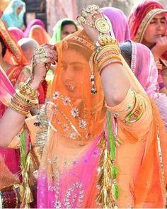 Rajasthani Bride, Rajasthani Dress, Rajasthani Painting, Rajputi Jewellery, Rajputi Dress, Bridal Poses, Hand Work Embroidery, Royal Dresses, India Beauty