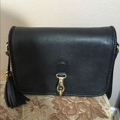 Gucci Marrakech medium messenger bag black Excellent condition with lots of compartments. Used few times. Purchased price $1,000. Sorry no bundle discount on this item. Gucci Bags Crossbody Bags