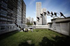 Parkour, learn it. Options for where to go and how fast you get the broaden exponentially. All the better if you can vault a fence while a zombie is on your tail. Parkour Moves, Parkour Gym, Sequence Photography, Key Frame, Kickboxing Workout, Adventure Photos, Dynamic Poses, Action Poses, Photo Essay