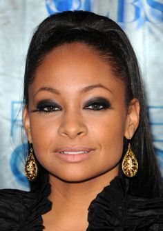 Raven Symone Beautiful Black Women, Beautiful Eyes, Beauty Makeup, Hair Beauty, Eye Makeup, The Cheetah Girls, Raven Symone, African American Makeup, Transitioning Hairstyles