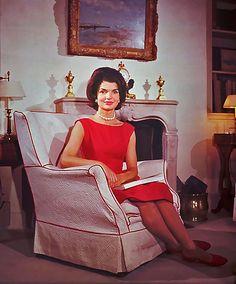 Fashion of the first ladies: Jackie Kennedy – Orange County Register Estilo Jackie Kennedy, Jacqueline Kennedy Onassis, Jaqueline Kennedy, John Kennedy, Kennedy Wife, Caroline Kennedy, Carla Bruni, Vogue, Style Icons