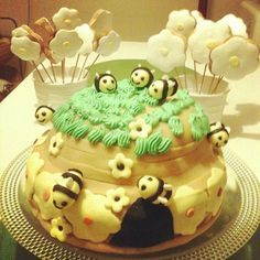 Bumble bee cake by Hande