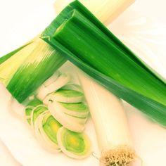 Por - korzystnie wpływa na układ pokarmowy: poprawia apetyt, zwiększa śliny, poprawia działanie wątroby i pęcherzyka żółciowego. Olejki eteryczne z pora regulują działalność jelita, posiadają zdolność oczyszczania krwi. Dzięki wysokiej zawartości żelaza i soli zaleca się por w leczeniu niedokrwistości. Por ma również działanie moczopędne.