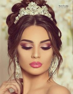 Did you ever try any of these trendy princes makeup looks? Now, It's not hard to get beautiful princes makeup if you see these top 20 e. Bridal Makeup Looks, Bridal Looks, Wedding Makeup, Bridal Style, Princes Makeup, Bridal Make Up, Bridal Hair, Best Makeup Artist, Makeup Artists