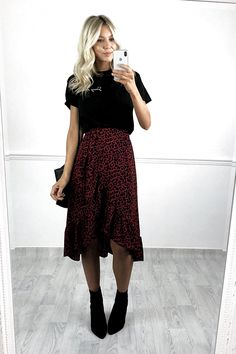 12 Beautiful Midi Skirt Outfits you should try! – Modernista life - 12 Beautiful Midi Skirt Outfits you should try! – Modernista life Source by sarahkumkey - Mode Outfits, Dress Outfits, Fall Outfits, Casual Outfits, Fashion Outfits, Long Skirt Outfits For Summer, Fashion Skirts, Midi Dresses For Work, Womens Fashion