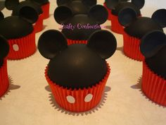 Today's cupcake of the day features Mickey Mouse! Using red cupcake holders and just adding the two trademark dots topped off with Mickey Mouse ears out of fondant definitely makes this look legit. Theme Mickey, Mickey Party, Mickey Mouse Birthday, Elmo Party, Minnie Birthday, Dinosaur Party, Dinosaur Birthday, Bolo Da Minnie Mouse, Mickey E Minie