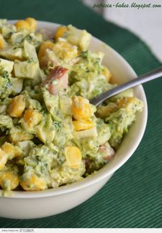Sałatka brokułowa Składniki - 2 brokuły - 1 ser feta w… na Stylowi.pl Italian Recipes, New Recipes, Salad Recipes, Feta Pasta, Polish Recipes, Guacamole, Potato Salad, Food And Drink, Veggies