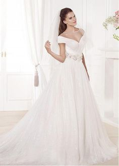 Chic Tulle Bateau Neckline A-line Wedding Dresses With Beadings