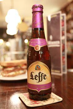 Leffe Vielle Cuvee  es una cerveza belga de abadia estilo ALE de color oscuro con 8,2º