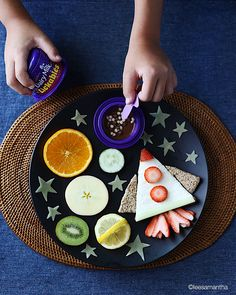 Cute food, birthday party menu, healthy meals for kids, kids meals, outer s Healthy Recipes For Weight Loss, Healthy Meals For Kids, Kids Meals, Cute Food, Good Food, Birthday Party Menu, Creative Snacks, Food Art For Kids, Kids Plates
