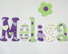 Pintadas con letras de madera colorido; nombre de los niños; nombre de bebé; Letras de pared, Letras de madera; decoración de la habitación de los niños; corazón, lunares, rayas