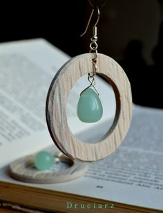 Kolczyki; błękitny kwarc i drewno