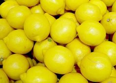 Boil Lemons At Night And Drink the Water In The Morning when you first wake up and see shocking effects it will do for your body. Drinking Warm Lemon Water, Lemon Water In The Morning, Lemon Water Cleanse, Body Cleanse, Body Detox, Vitamin Water, Buzzfeed, Boil Lemons, Home Remedies