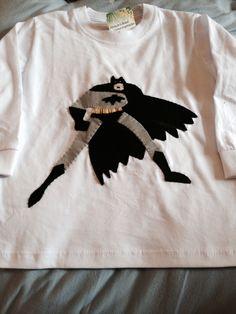 Camiseta Batman, com aplicação em feltro