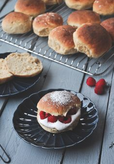 FASTELAVNSBOLLER – SURDEIG ELLER LANGTIDSHEVET – Linn Hamburger, Bread, Baking, Buns, Cake, Desserts, Food, Tailgate Desserts, Deserts