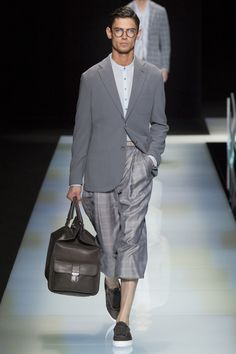 Approaching his spring-summer 2016 menswear collection, Giorgio Armani pushed the envelope on his signature love for a relaxed trouser. Giorgio Armani, Armani Men, Gq Style, Vogue Paris, Eyewear Trends, Young Fashion, Men's Fashion, Milan Fashion, Armani Logo