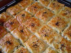 Sodalı Börek nasıl yapılır? Sosyal Tarif resimli yemek tarifleri sitemizden Sodalı Börek tarifimizi ve diğer börek tariflerimizi görmek için tıklayınız.