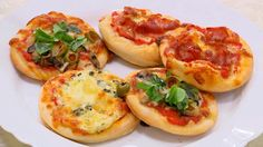 Malé pizzy jsou ideálním občerstvením na jakoukoliv party a zamilují si je všichni hosté!