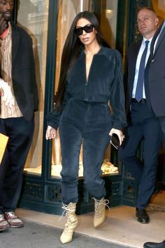 Bellow ,Kim Kardashian Best Outfits Ever Kim Kardashian outfits certainly deliver drama appeal in spades. So, here an ongoing look at her best style Kim Kardashian, Robert Kardashian, Kardashian Kollection, Kardashian Fashion, Sonakshi Sinha, Victoria Beckham, Yeezy, Mode Outfits, Fashion Outfits