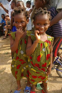 neosoulspeaks: shaacquah: Twins by TheNiapeleProject on Flickr. Faces of Ghana TWOO cute