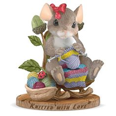 Charming Tails - Maxine Mouse Knits Heartfelt Gift | Collectibles ...