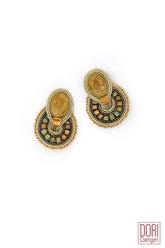 earrings : La Divina Classic Ear Clips