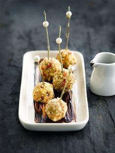 Praline van foie gras http://njam.tv/recepten/praline-van-foie-gras