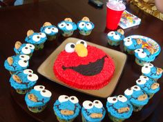 Adorable Desserts   sesame street cake and cupcakes