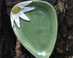Part of our Original Five Flowers, our Black Eyed Susan Spoon Rest is hand-painted, dishwasher, microwave and food safe. The spoon rest measures approximately 5 x 5 inches Hand Built Pottery, Slab Pottery, Pottery Plates, Glazes For Pottery, Ceramic Pottery, Pottery Art, Pottery Gifts, Handmade Pottery, Handmade Ceramic
