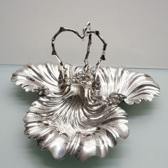 Catawiki online auction house: Walker and Hall Antique Scallop Shell Design 1896 - Art Nouveau scallop dish - Silver plated Scallop Dishes, Scallop Shells, Art Nouveau, Shell Decorations, Decorative Objects, Sea Shells, Claire, Silver Plate, Auction