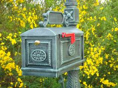 Better Box Mailbox Verde with Yellow Flowering Surround Sound
