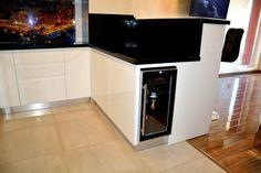 Mobila de Bucatarie din MDF Vopsit Ral 9003 Alb Lucios cu interior MDF Frigider pentru Vinuri Wall Oven, Kitchen Appliances, Interior, Home, Cooking Ware, Indoor, Home Appliances, House, Design Interiors