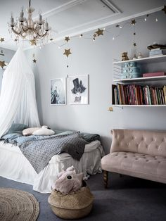 25 Easy Ways to Design and Decorate a Kids' Room - Home and Gardens Baby Bedroom, Dream Bedroom, Girls Bedroom, Bedroom Decor, Deco Kids, Teenage Room, Big Girl Rooms, Kids Rooms, Luxury Rooms
