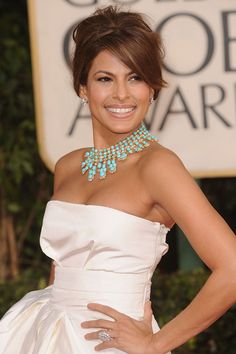 Fabulous Eva Mendes with amazing piece of jewels.
