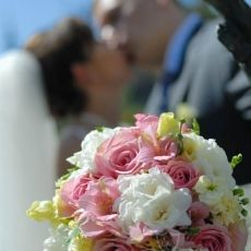 pink-white-yellow-mixed-flowers-wedding-bouquet