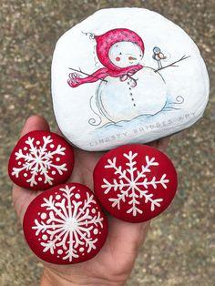 Snowlady & snowflake painted art rock set ☃️❄️ #snomanrockpainting #snowmanart #snowmanpainting #snowmanrock #rockart #rockpainting #paintedrock #stonepainting #paintedstone #rock #snowmanrock #snowflakerock #painting #snowmanpaintedrock