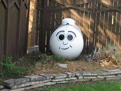 Beautiful Diy Garden Ball Decor Ideas - Home/Decor/Diy/Design Amazing Gardens, Beautiful Gardens, Propane Tank Art, Window Signage, Custom Wine Glasses, Garden Balls, Diy Garden, Garden Art, Garden Ideas