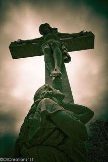 Gravestone at Calvary Cemetery Nashville photos story Cemetery Angels, Cemetery Art, Cemetery Statues, Jesus Art, God Jesus, Catholic Art, Religious Art, Roman Catholic, Images Du Christ