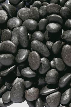 Zierkies Nero Schwarz black pebble Black stones for the garden with a smooth surface. Gravel Nero by Landscaping With Rocks, Modern Landscaping, Front Yard Landscaping, Japan Interior, Garden Floor, Gray Rock, Stone Crafts, Black Pebbles, White Stone