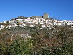 Vanaf vandaag heb ik m'n eigen 'Pin it Portugal pagina' of zoiets. Je komt er foto's tegen van mooie plekjes in Portugal. Zoals dit dorpje, Castelo de Vide (regio Alentejo).