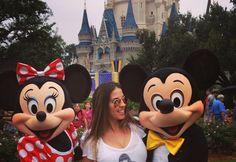 Namorada de Henri Castelli exibe barrigão de gravidez na Disney - Fotos - R7 Famosos e TV